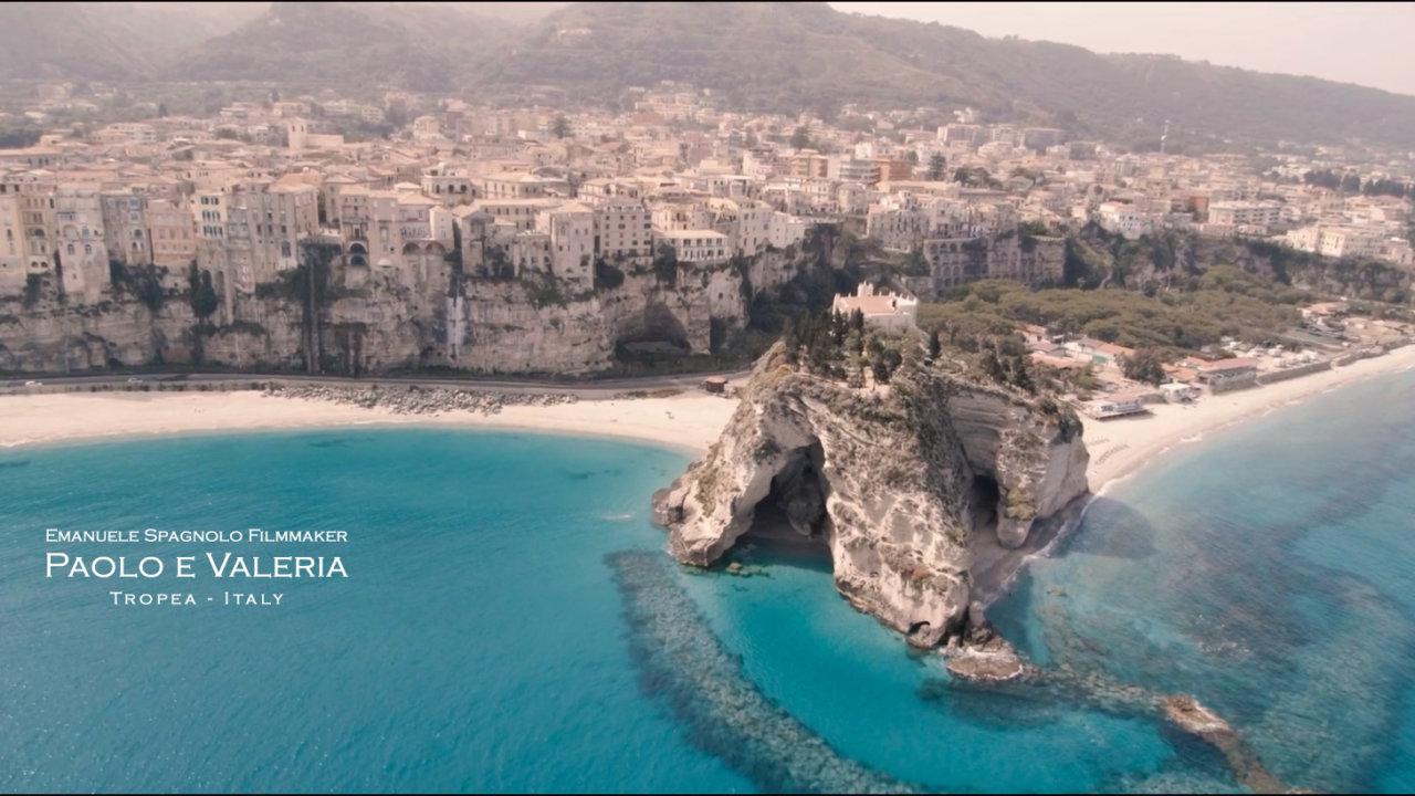 Paolo e Valeria: Originali, belli, simpatici e raffinati. Una splendida coppia in uno degli scenari più belli della Calabria.
